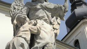 Estatua barroca de la piedra arenisca, santo santo cristiano, escultura de piedra metrajes