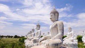 Estatua blanca de buddha Imagen de archivo