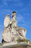Estatua blanca de la diosa en jardín de la lumbrera fotografía de archivo libre de regalías