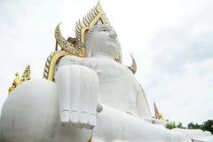 Estatua blanca del budda Foto de archivo libre de regalías