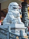 Estatua blanca del león Imagenes de archivo
