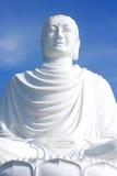 Estatua blanca grande de Buda en la provincia de Nha Trang, Vietnam Fotografía de archivo libre de regalías