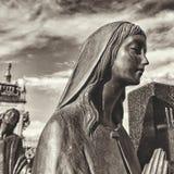 Estatua blanco y negro del cementerio imágenes de archivo libres de regalías