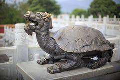 Estatua china de la tortuga fotografía de archivo
