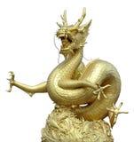 Estatua china de oro del dragón en aislante Fotografía de archivo