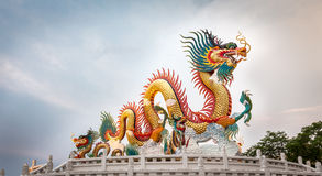 Estatua china del dragón, parque de Nakornsawan, Tailandia Fotografía de archivo