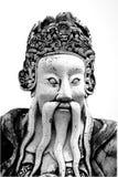 Estatua china del guerrero del viejo vintage en templo público del budismo en Imagen de archivo libre de regalías