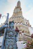Estatua china del guerrero en Wat Arun Foto de archivo