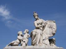 Estatua clásica chistosa con la mascarilla Fotografía de archivo