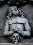 Estatua con un scull foto de archivo