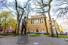 Estatua de Abraham Lincoln, y Portland Art Museum en Portland abajo Imagenes de archivo