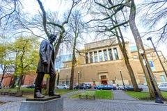 Estatua de Abraham Lincoln, y Portland Art Museum en Portland abajo Imagen de archivo