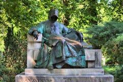 Estatua de anónimo en Budapest fotos de archivo