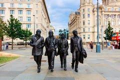 Estatua de Beatles en la costa de Liverpool fotos de archivo
