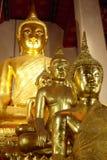 Estatua de Bhudda en el templo tailandés Imagenes de archivo