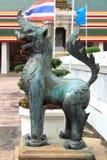 Estatua de bronce del león fotos de archivo