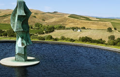 Estatua de bronce en el lagar Napa Valley de Artesa foto de archivo libre de regalías