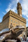 Estatua de bronce gigante de la tortuga delante de Palazzo Vecchio, Florencia Fotografía de archivo