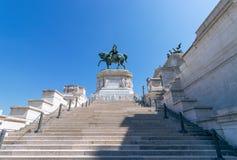Estatua de bronce de Victor Emmanuel II en el della de Vittoriano Altare fotografía de archivo libre de regalías
