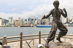 Estatua de Bruce Lee en la avenida de estrellas Imagen de archivo