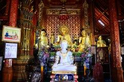 Estatua de Buda de Wat Phra Sing en Chiang Rai, Tailandia imagen de archivo libre de regalías