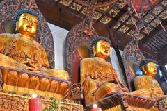 Estatua de Buda, del monje y del animal sagrado Fotos de archivo libres de regalías