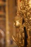 Estatua de Buda del oro en la pared en iglesia en el templo budista en T Fotografía de archivo libre de regalías