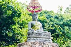Estatua de Buda en bosque Fotografía de archivo