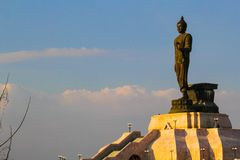 Estatua de Buda en Buddhamonthon de nordeste , Khonkaen Tailandia Foto de archivo libre de regalías