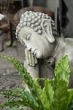 Estatua de Buda en el florista en la calle Fotografía de archivo