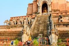 Estatua de Buda en el luang del chedi del wat Foto de archivo