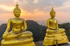 Estatua de Buda en el pato Imágenes de archivo libres de regalías