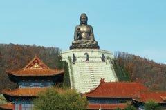Estatua de Buda en el templo chino de Jing Fotos de archivo