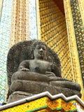 Una estatua del templo tailandés de Buda Imagenes de archivo