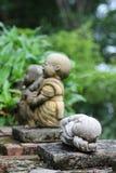 Estatua de Buda en la acción el dormir Fotos de archivo