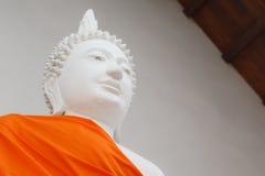 Estatua de Buda en la correa de Tra Phang del wat Imagenes de archivo