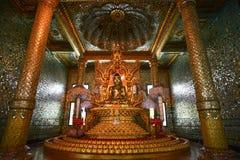 Estatua de Buda en la pagoda de Botataung en Rangún, Myanmar Imagen de archivo