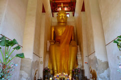 Estatua de Buda en Wat Pa Lelai Worawihan imagen de archivo