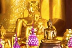 Estatua de Buda en Wat Pra Singh Voramahavihara, Chiangmai Tailandia imagenes de archivo