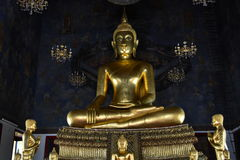 Estatua de Buda en Wat Ratcha Natdaram Bangkok Imagenes de archivo