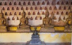Estatua de Buda en Wat Si Saket Imagen de archivo