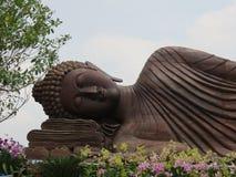 Estatua de Buda en Wat Traimitr Withayaram, señal del viaje Fotos de archivo libres de regalías
