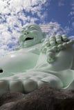 Estatua de Buda que se sienta y sonriente Imagen de archivo libre de regalías