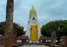 Estatua de Buddha en el templo fotografía de archivo