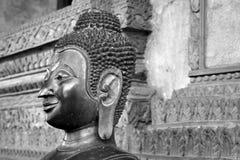 Estatua de Buddha en el templo de Laos Imagenes de archivo
