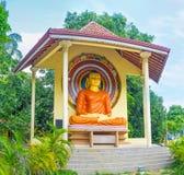 Estatua de Buddha en jardín Imágenes de archivo libres de regalías