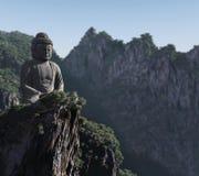 Estatua de Buddha en las montañas Fotos de archivo