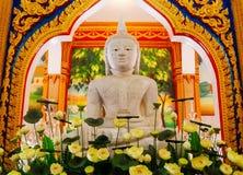 Estatua de Buddha en templo Foto de archivo
