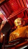 Estatua de Buddha en templo Imagen de archivo libre de regalías
