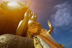 Estatua de Buddha en templo tailandés Fotografía de archivo libre de regalías